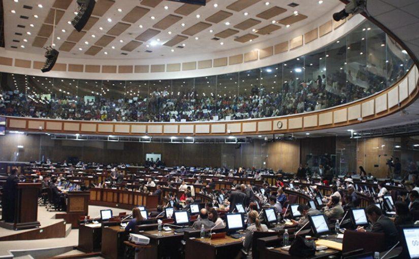 Reducción de sueldos a asambleístas ¿Medida Populista de Moreno?